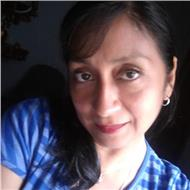 Profesora uni dicta clases de matematicas y quimica a escolares y postulantes a universidades