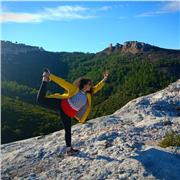 Je suis professeur de yoga et diplômée au brevet d état d éducateur sportif. En yoga, je suis certifiée yoga alliance. J ai été formée par Gérard Arnaud à Paris et à Lausanne. Durant mon année de formation de yoga, j ai suivi une formation à l université