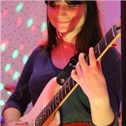 étudiante, 18 ans, propose des cours de guitare quel que soit le niveau