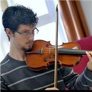 Se dan clases particulares de viola, violín, lenguaje musical, armonía y análisis