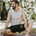 Profesor de yoga por la escuela internacional de yoga. formación reconocida por la yoga alliance internacional, la european yoga f