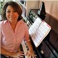 Profesora superior de piano y lenguaje musical