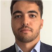 Hugo, 25 ans, étudiant en Bac+5 (relations internationales, géopolitique) en alternance dispense cours de français, anglais, histoire-géo...!