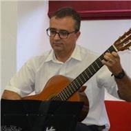 Professor de acordeón, guitarra e piano