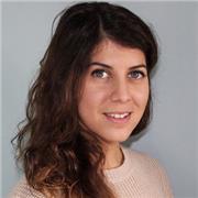 Jeune fille italienne, parlant couramment français, donne des cours en ligne de langue italienne tous niveaux pour apprendre avec plaisir! :)