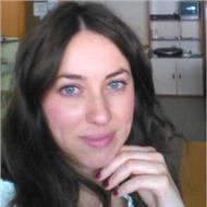 Profesora formada en estudios portugueses , con experiencia en la eoi como docente