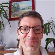 Économiste de formation (Paris Dauphine), j'enseigne plus particulièrement les mathématiques appliquées à l'université (UPEC) en Licence et en Master, ainsi qu'en école supérieure de commerce ou de gestion
