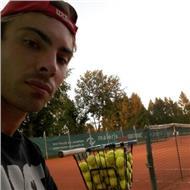 Entrenador de tenis con experiencia en reino unido y alemania