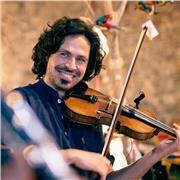 Professeur de Violon spécialisé en musique Traditionnelle Irlandaise, Écossaise et du Massif Central. Apprentissage de la dynamique rythmique, du groove, du phrasé propre à ce répertoire. Technique d'archet et de doigté