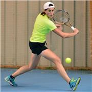 Monitrice diplômée DE JEPS Tennis, joueuse 2nde série, donne des cours particuliers dans la région d'Orléans