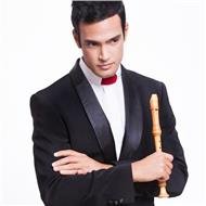 Licenciado en flauta de pico, titulado en saxofón. clases por skype