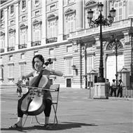 Profesora titulada superior imparte clases de violonchelo, lenguaje musical, armonía y análisis musical