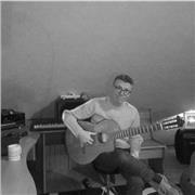 Professeur de guitare multi-instrumentiste donne cours dans mon studio privé