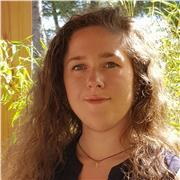 Diplômée en Langues étrangères appliquées, offre des cours d'anglais allant de l'éveil pour enfants, au perfectionnement à l'oral comme à l'écrit pour adultes. Disponible en ligne ou sur le secteur d'Aix-en-Provence