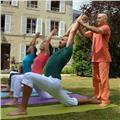 Professeur de yoga et méditation avec plus de 25 ans d'expérience. je donne des cours particuliers accès sur les postures, respiration et relaxation