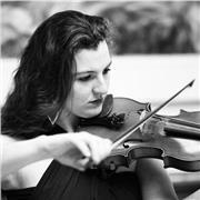 Diplômée d'une licence de musicologie, je donne des cours de violon à domicile pour tout les niveaux, du débutant au niveau CEM