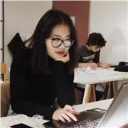 étudiante en arts appliqués