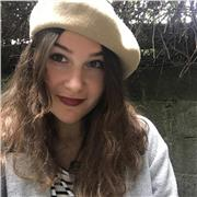 Étudiante en classe préparatoire littéraire, désireuse d'enseigner le Français ou l'Anglais (primaire jusqu'au lycée)