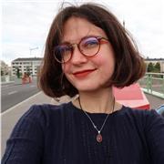 Etudiante en Master en Sociologie, qui a suivi auparavant des études plutôt littéraire. J'aimerais pouvoir enseigner le français en plus de mes études!