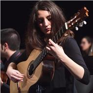 Titulada superior en guitarra clásica ofrece clases de guitarra para todos los niveles