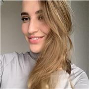 Bonjour, je m'appelle Lena, apprendre c'est facile quand il y a une personne qui est prête à aider!)
