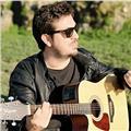Laureato in dams musica, cantautore, musicista e docente di musica