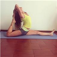 Instructora de hatha yoga adultos y niños