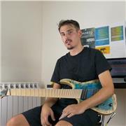 Musicien expérimenté et diplômé donne cours de guitare moderne