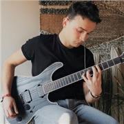 ♫ SuperProf de guitare donne des supers cours à Lyon 1 - Place Sathonay :)