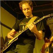 Guitariste depuis 15 ans, je propose des cours de guitare pour enfants à partir de 7 ans ou adultes débutants