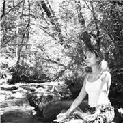 Professeur de Yoga Je suis devenu Yogini après 7 ans de pratique du yoga. Je transmets ma passion dans le pays de Gex (01630) a domicile ou chez moi. Pour débutant ou niveau intermédiaire