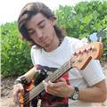 Clases de ukelele, bajo, piano, guitarra, y composición. también podes aprender teoría musical o lectura de partitura según tus i