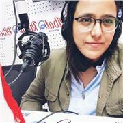 Arabe: Natif Bienvenus tout le monde, je m'appel Dridi Chadha, je suis Tunisienne, je suis titulaire d'un license en anglais des affaires appliquée et d'un brevet technicien supérieur en informatique de multimedia, je donne des cours particuliers de conve