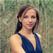 Pianiste Professeur de piano diplômée des Hautes École Suisses