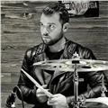 Insegnante di batteria presso l'universita cpm/ massive arts / innuendo studios impartisce lezioni di batteria p