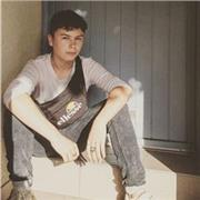 Joueur de guitare depuis 4 ans, de confiance, j'ai 16 ans, j'habite à poissy, connaissance musicale, bonne technique d'apprentissage