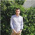 Ragazzo al secondo anno di lingue alla sapienza e diplomato al liceo linguistico impartisce lezioni di inglese e francese