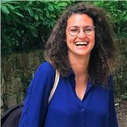 Elève-avocate donne des cours d'histoire en ligne