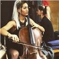 Profesora de música especializada en cuerda frotada(violín, viola, violonchelo y contrabajo) y lenguaje musical
