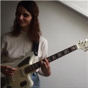 Guitariste/chanteuse propose cours de guitare acoustique ou électrique, et aide à la création secteur Sainte-Geneviève-des-Bois