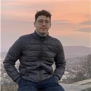 professeur d'espagnol offre son aide en tant qu'étudiant