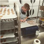 Professeur de pâtisserie donne des cours particulier pour des personnes intéressé par le domaine et envie de s'amuser