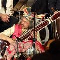 Doy clases particulares de sitar, tabla, harmonium, guitarra, teclado, percusión