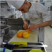 Pratiquant la cuisine et ayant un bac pro cuisine, une mention complémentaire cuisine en dessert de restaurant, et ayant gagner les sélections national de boulangerie pour représenter la France au mondial du pain. Je donne un profond intérêt à apprendre e