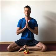 Professeur certifié donne cours de Hatha Yoga tous niveaux à domicile