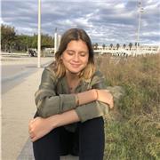 Bonjour je m'appelle Olivia j'ai 18 ans je suis étudiante en première année en école de commerce à kedge Marseille mais je suis actuellement confiné à Montpellier, je suis donc actuellement disponible pour des cours de soutien scolaire en mathématiques ma
