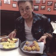 Hola, soy un estudiante chino en la universidad de cádiz ahora, también soy un diseñador, puedo enseñarte chino y pintar. gracias!