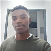 Professeur de maths, classé 20e aux olympiadespolytechniciens au Cameroun, avec un baccalauréat scientifique mention bien, major de la sous-région au baccalauréat