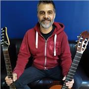 Professeur au conservatoire, 20 ans d'expérience pédagogique, Titulaire diplôme d'Etat spécialisé en guitare et musiques actuelles