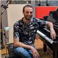 Músico profesional imparte clases de piano clásico, jazz, músicas afroamericanas, acompañamiento a la danza, armonía y teoría musical